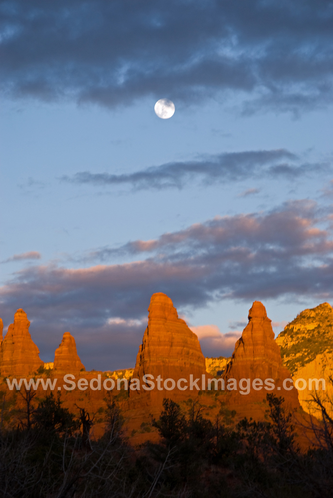 MoonWaxGib2230.jpg, Sedona Stock Images, Sedona Stock Photo, Landscape Photographer Victor Cariri, Sedona Moonrise