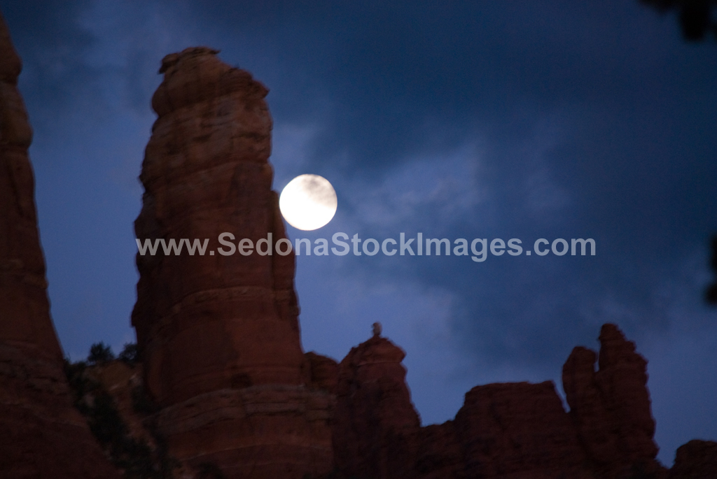 MoonWaxGib3728.jpg, Sedona Stock Images, Sedona Stock Photo, Landscape Photographer Victor Cariri, Sedona Moonrise